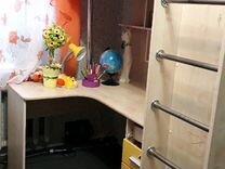 Кровать-чердак с письменным столом и шкафчиком
